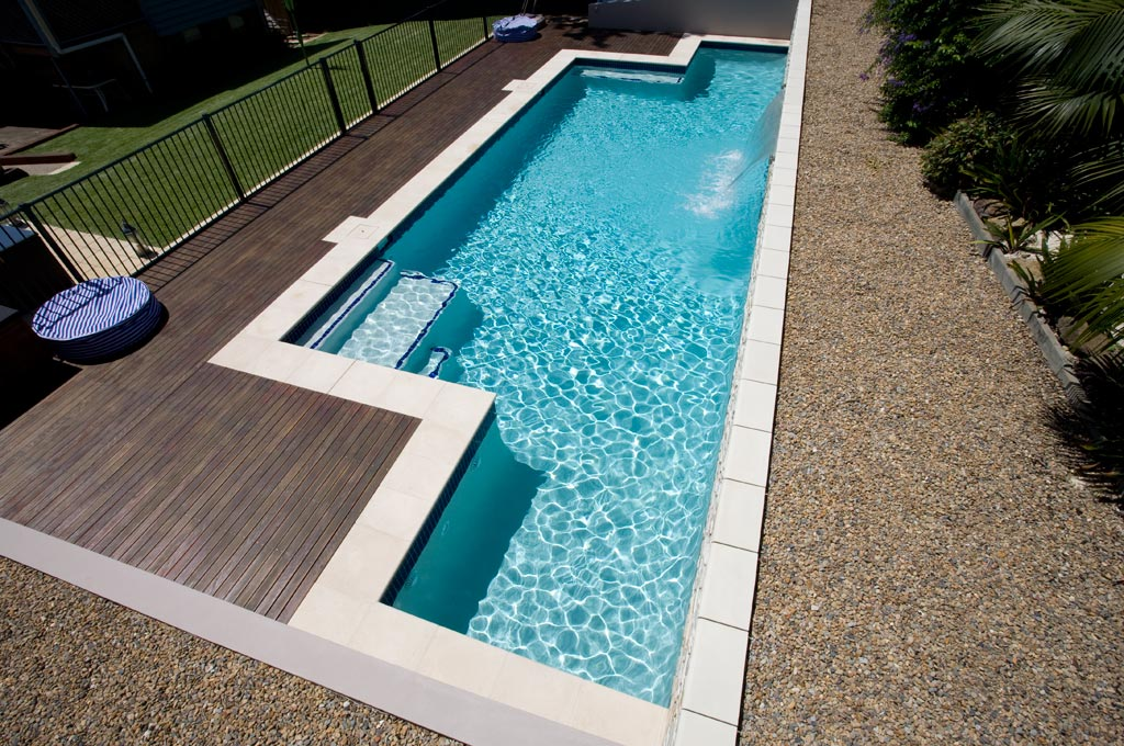 Piscine coque ou b ton arm r novation 74 coque canton du for Comparatif piscine coque ou beton